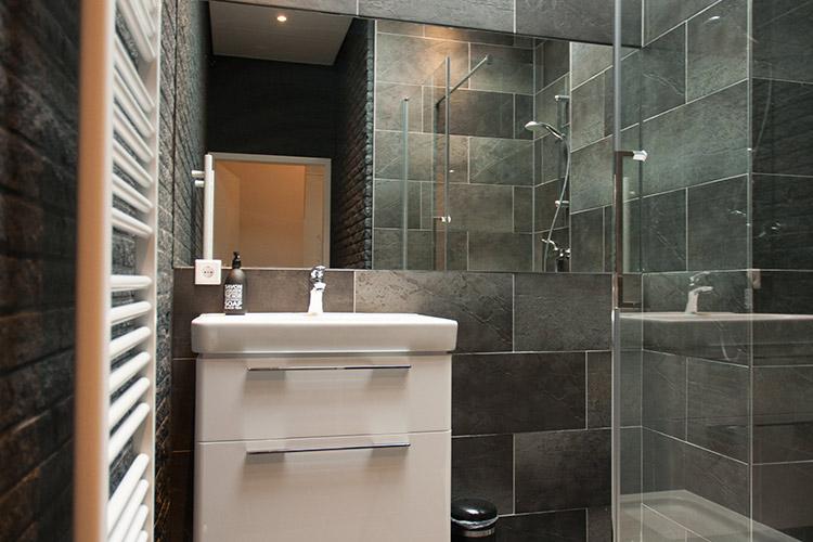 appartement-peer-badkamer-aanzicht
